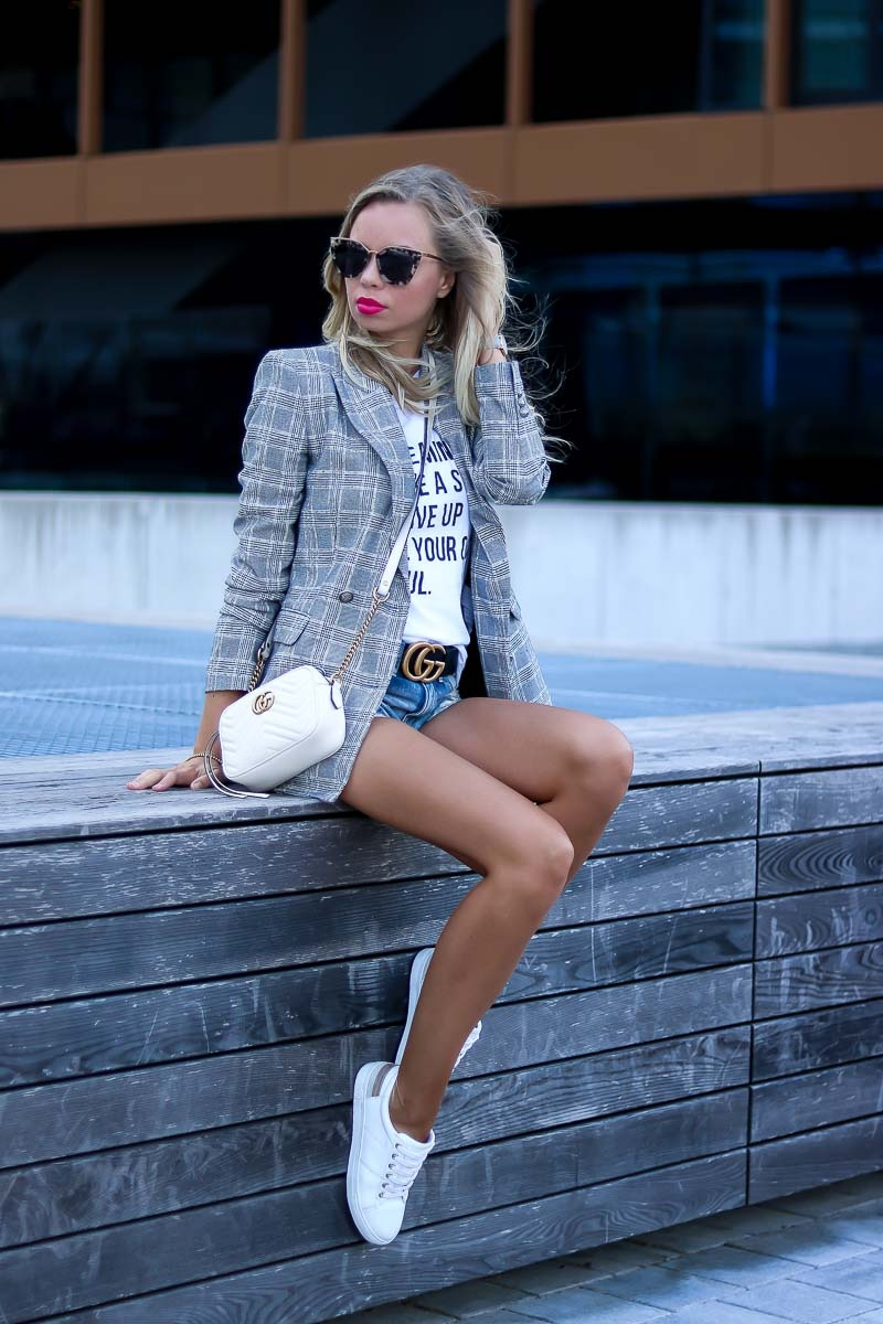 Casual Summer Outfit with Blazer and white Sneakers