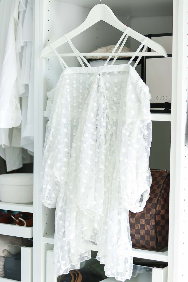 What to pack for Dubai, white Dobby Top,