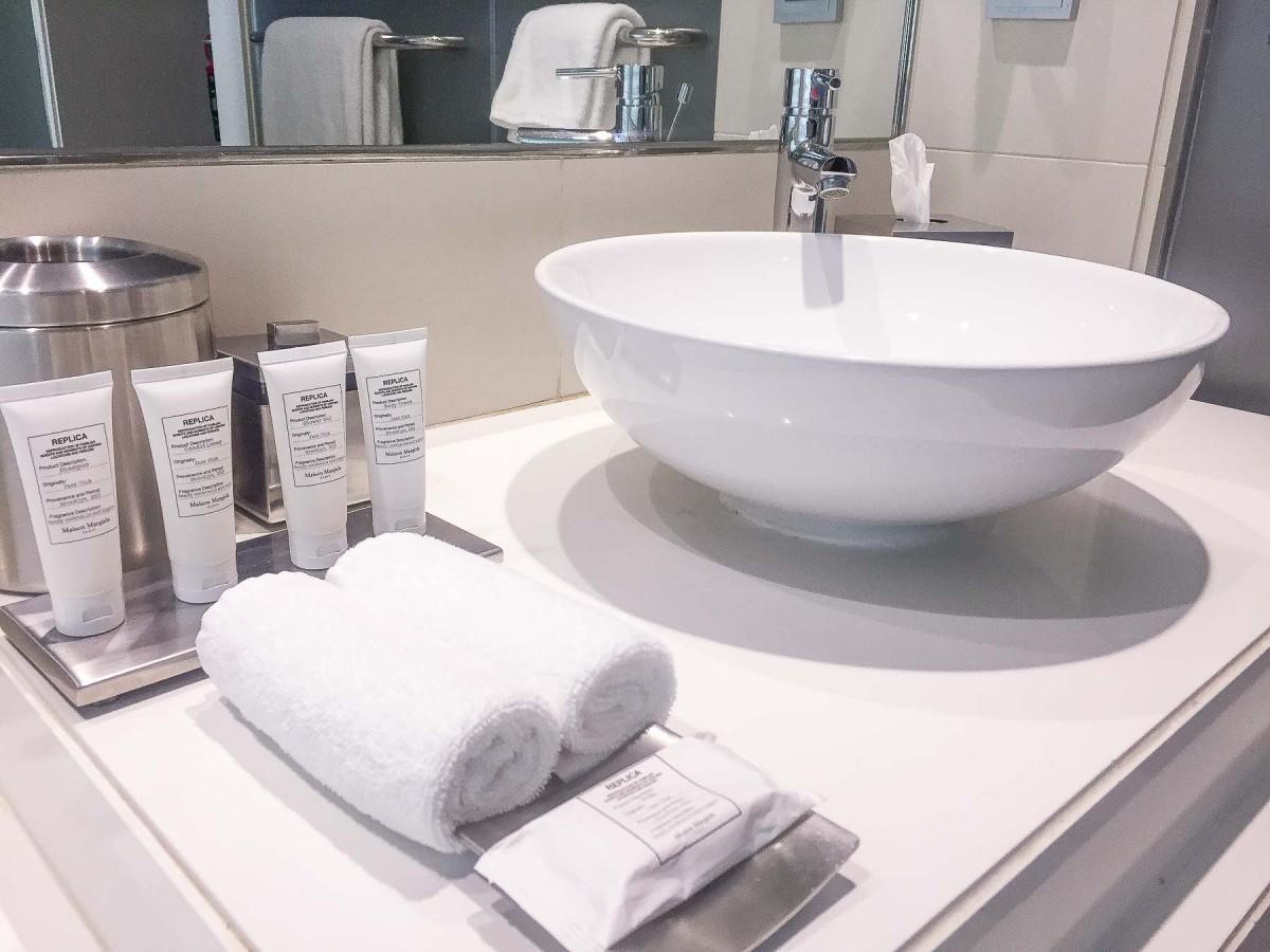 Vida Downtown Dubai Bathroom and Amenities