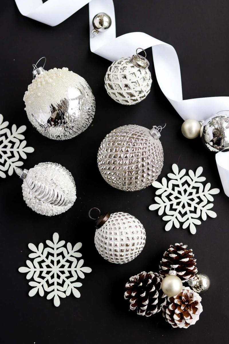 Weihnachtskugeln, Christbaumkugeln weiß, silber, Christmas ornaments